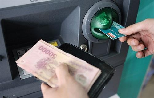 Rút tiền thẻ tín dụng qua ATM