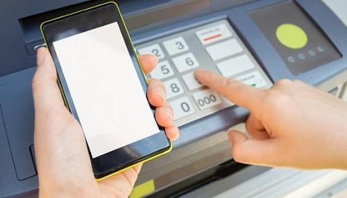 Hình thức rút tiền qua cây ATM còn tồn tại nhiều nhược điểm1
