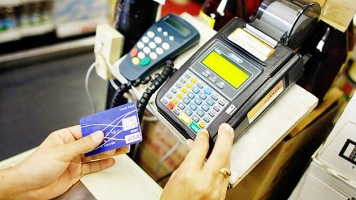 CẨN TRỌNG với dịch rút tiền thẻ tín dụng lãi suất thấp