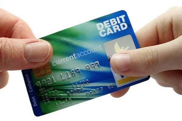 Thẻ visa ghi nợ là gì? Có mấy loại thẻ ghi nợ?