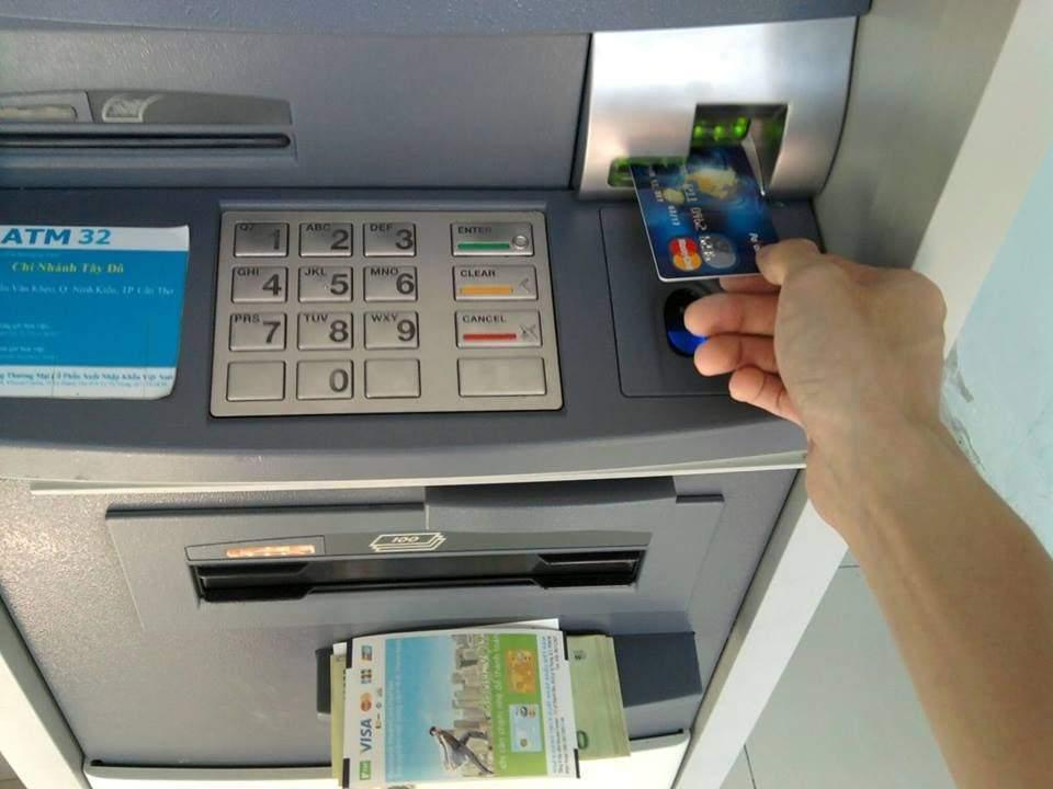 Cách sử dụng thẻ visa rút tiền ở nước ngoài chuẩn nhất